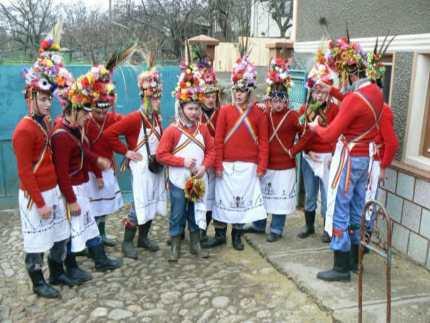 """REPORTAJ/Tradiții în Ardeal: """"Butea feciorilor"""", un obicei de Crăciun păstrat de sute de ani în judeţul Alba/FOTO"""