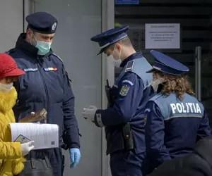 Bătrâna din Hunedoara amendată după ce şi-ar fi dat masca jos să-și dezaburească ochelarii a câştigat procesul cu Poliţia