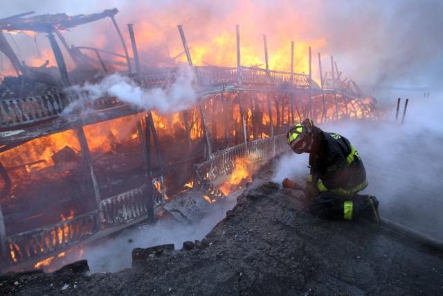 Fire Destroys Robert E Lee Riverboat St Louis Public Radio