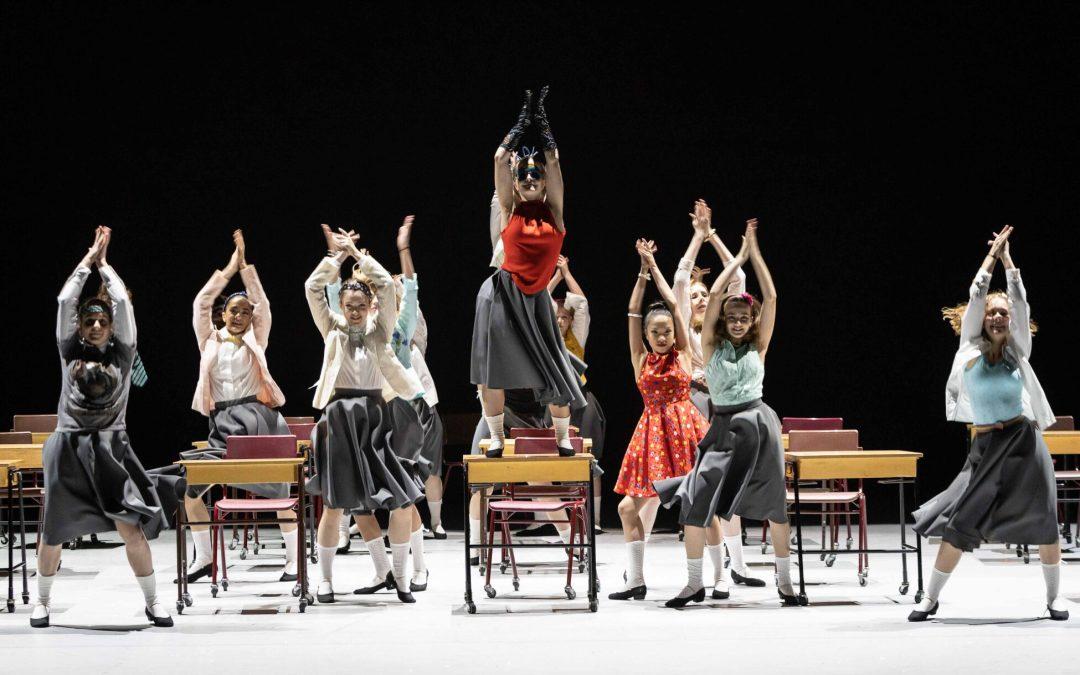 Så tycker föräldrar om att ha sina barn i en grundskola som samtidigt är en elitskola för dans.