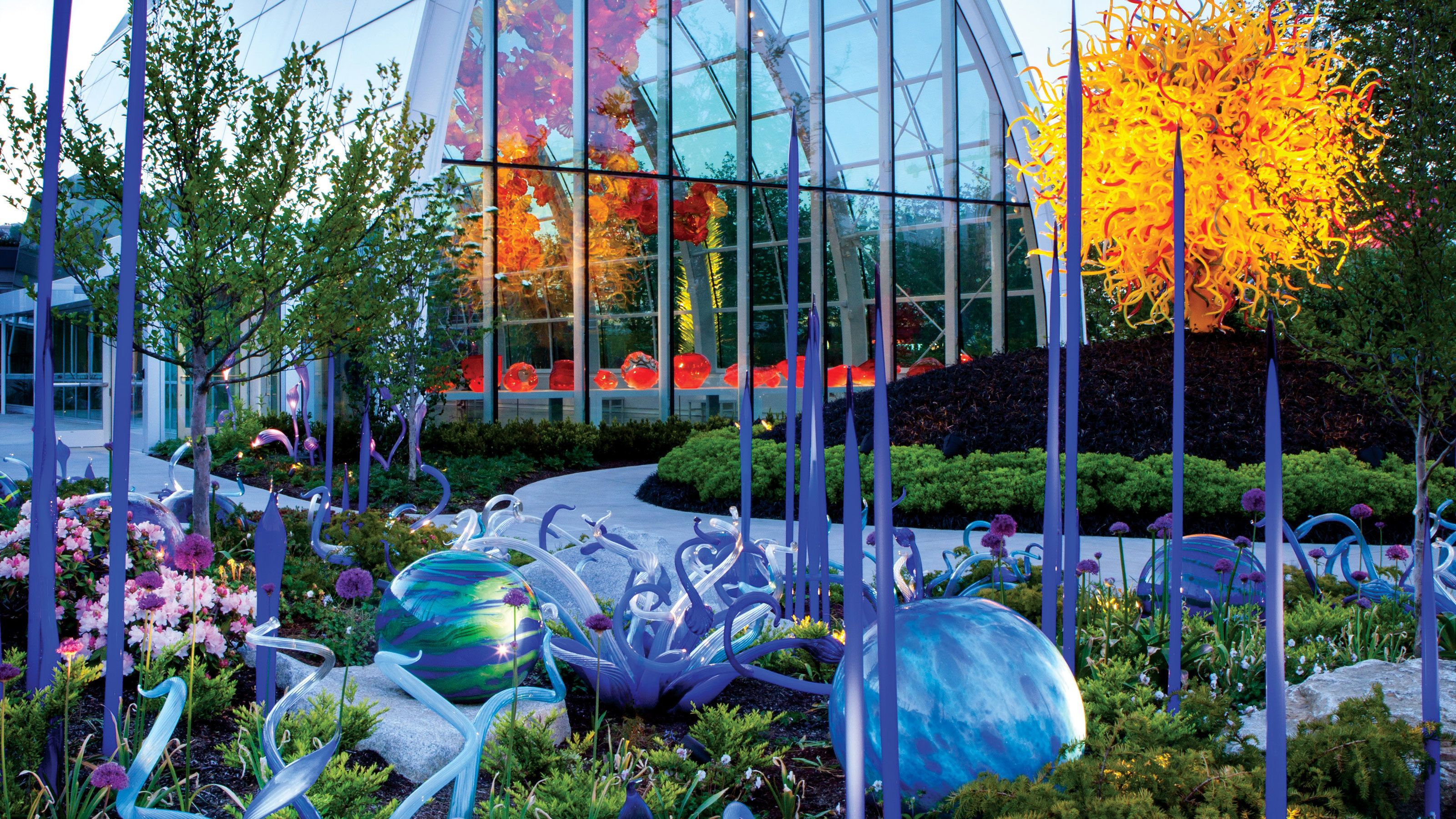 Chihuly garden and glass is a museum in the seattle center showcasing the studio glass of dale chihuly. Chihuly Garden And Glass Seattle