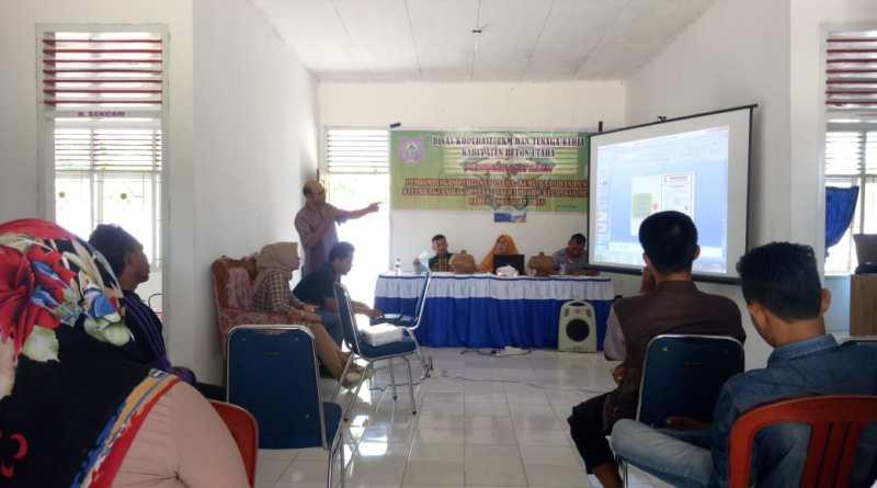 Kepala Bidang UKM (La Muda, SPi,MM) saat melakukan pencerahan di kantor kecamatan Kulisusu Utara.