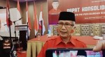 Ketua DPD PDIP Sultra Lukman Abunawas saat diwawancarai MEDIA KENDARI.COMBetirudin