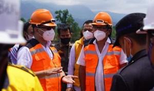 Anggota DPR RI, Ridwan Bae saat meninjau langsung Bandara Kolut serta melakukan kunjungan kerja (Kunker) bersama perwakilan menteri direktorat jenderal perhubungan udara RI didampingi Bupati Kolut, Nur Rahman Umar.