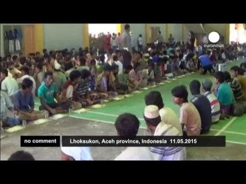 Des réfugiés bangladais et rohingyas secourus en Indonésie