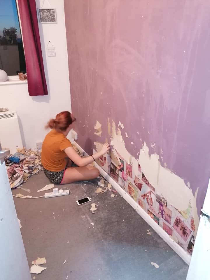 Дочь напугала мать, когда содрала все обои комнате. Но женщина зря переживала, ведь девушка настоящий художник