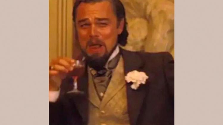 """У Лео Ди Каприо теперь два мема с бокалом. Новый - из """"Джанго освобождённого"""", и в нём актёр всех переигрывает"""