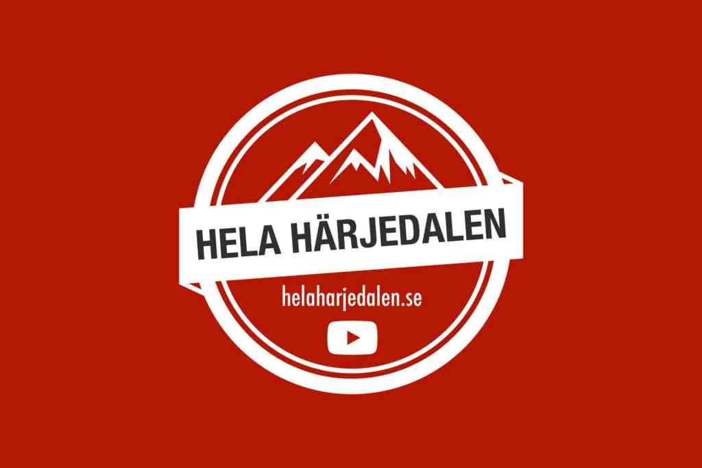 Den här Yotubekanalen handlar om Härjedalen, Härliga Härjedalen, Hela Härjedalen. Ja, kanske lite på gränsen till Härjedalen också. Hela Härjedalen är Youtubekanalen för dig som älskar eller kommer att älska, Härjedalen. För dig som redan bor här, för dig som brukar vara här, för dig som är på väg hit och för dig som bara har hört talas om men som ännu inte upptäckt Härjedalen. Oavsett, välkommen till Hela Härjedalen och ta del av Sveriges högst belägna landskap, genom vår kameralins. Glöm inte att prenumerera och klicka på klockikonen för att få ett meddelande när vi laddat upp en ny video.