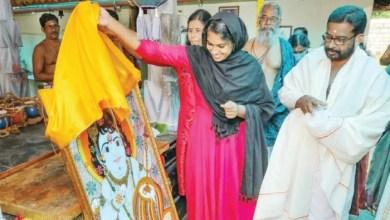 Photo of ജസ്ന സലീം ആദ്യമായി കൃഷ്ണ വിഗ്രഹം നേരിട്ട് കണ്ടു; ഇനി ആഗ്രഹം പ്രധാനമന്ത്രി നരേന്ദ്രമോദിക്ക് താൻ വരച്ച കണ്ണന്റെ ചിത്രം സമർപ്പിക്കാൻ
