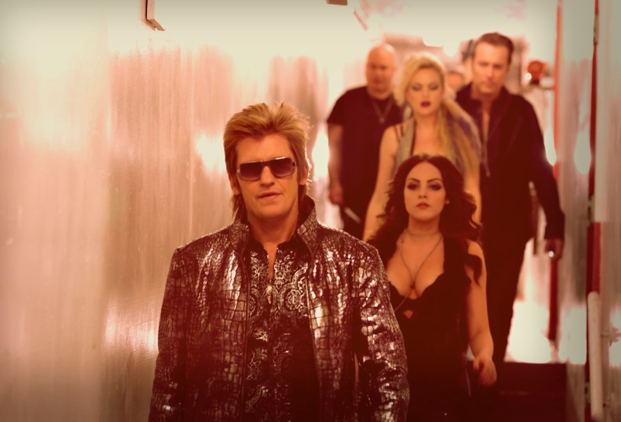 "Sex&Drugs&Rock&Roll - ""What You Like Is In The Limo"" -- Ep 104 (Airs Thursday, August 6, 10:00 pm e/p) -- Pictured: (l-r) Denis Leary as Johnny, Liz Gillies as Gigi, Elaine Hendrix as Ava, John Corbett as Flash, Robert Kelly as Bam Bam. CR. Patrick Harbron/FX"