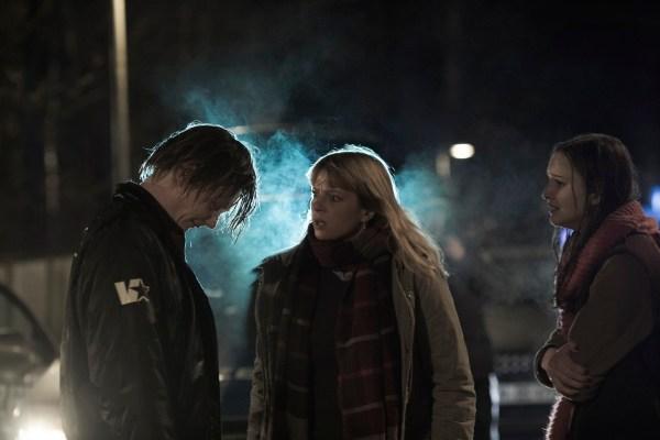 Moritz Jahn, Jordis Triebel, Lisa Vicari in Dark