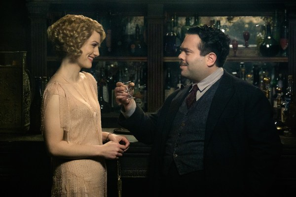 "Copyright: © 2016 WARNER BROS ENTERTAINMENT INC. ALL RIGHTS RESERVED Photo Credit: Jaap Buitendijk Caption: (L-r) ALISON SUDOL as Queenie and DAN FOGLER as Jacob in Warner Bros. Pictures' fantasy adventure ""FANTASTIC BEASTS AND WHERE TO FIND THEM,"" a Warner Bros. Pictures release."