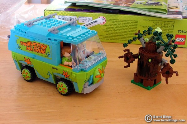 The Mystery Machine and a mysterious tree ...