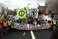 1000s attend antiwar protests in london & glasgow