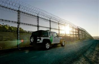 US/mexico border fence almost complete