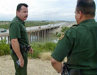 mexican army takes over customs on US border