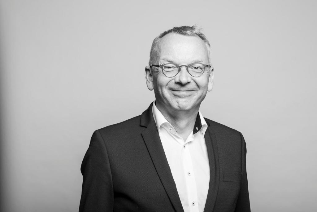 Prof. Dr. Christoph Moss Mediamoss Schwarz und Matt