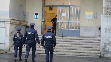 استفزته سفارة النظام السوري أدى إلى سجنه عامين في النمسا