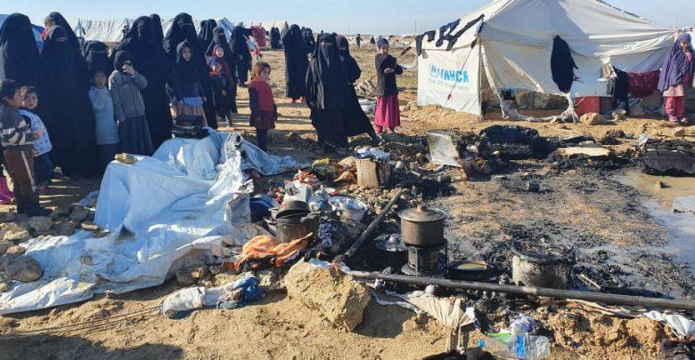 """سوريا.. حريق في """"مخيّم الهول"""" والضحايا أطفال ونساء"""