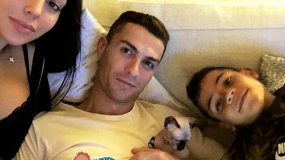 رونالدو يرسل قطته إلى إسبانيا بطيارة خاصة لتلقي العلاج