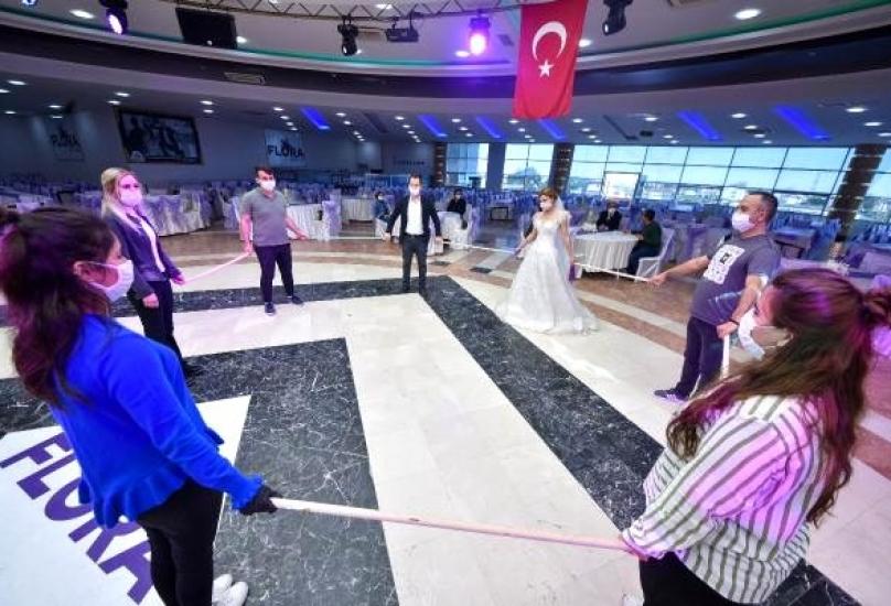 صالات حفلات الزفاف أكبر المتضررين وتوقعات برفع الأسعار 100%