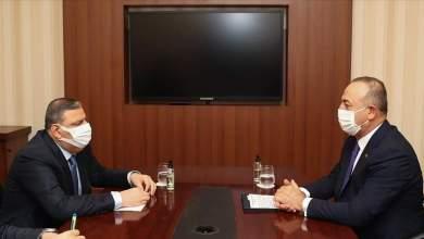 جاويش أوغلو يلتقي مع السيد رياض حجاب في قطر