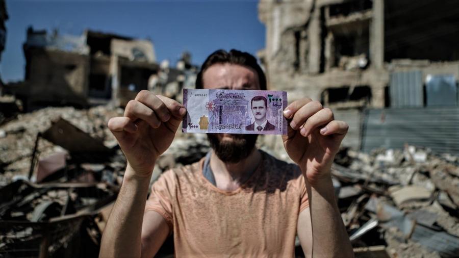 تدهور متواصل لليرة أثقل كاهل الشعب السوري