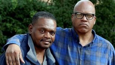 أخوان يحصلان على 84 مليون دولار تعويضا بعد سجنهما 31 عاما عن طريق الخطأ