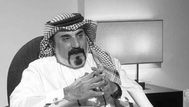 """بعد صراع طويل مع المرض، توفي المخرج السعودي """"عبدالخالق الغانم"""" اليوم"""" الثلاثاء في مستشفى الدمام التخصصي، إثر إصابته بالسرطان، عن عمر 63 عاماً."""