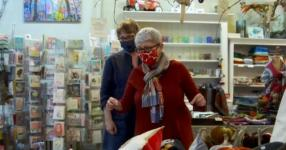 """NYC business owner on holiday shopping season: """"Give the small businesses a chance"""""""