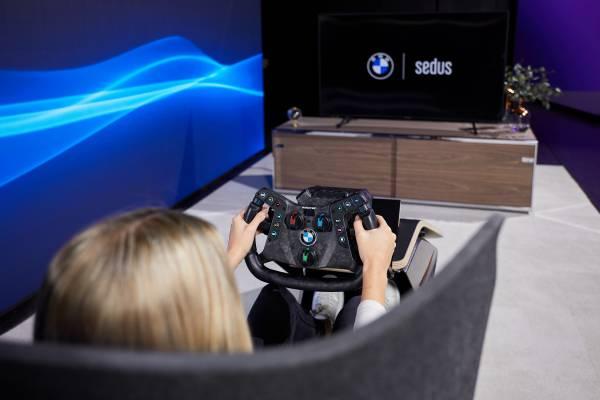 Munich (GER), 5th December 2020. BMW SIM Live, event, show, Fusion SL Concept, BMW Designworks, Sedus, table, sim rig, design, Wooom Chair.