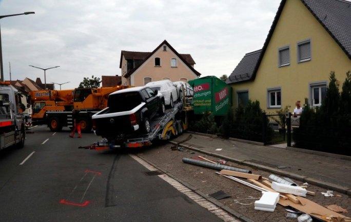 accidente de camión en la calle Ansbacher: camión se estrella en casa