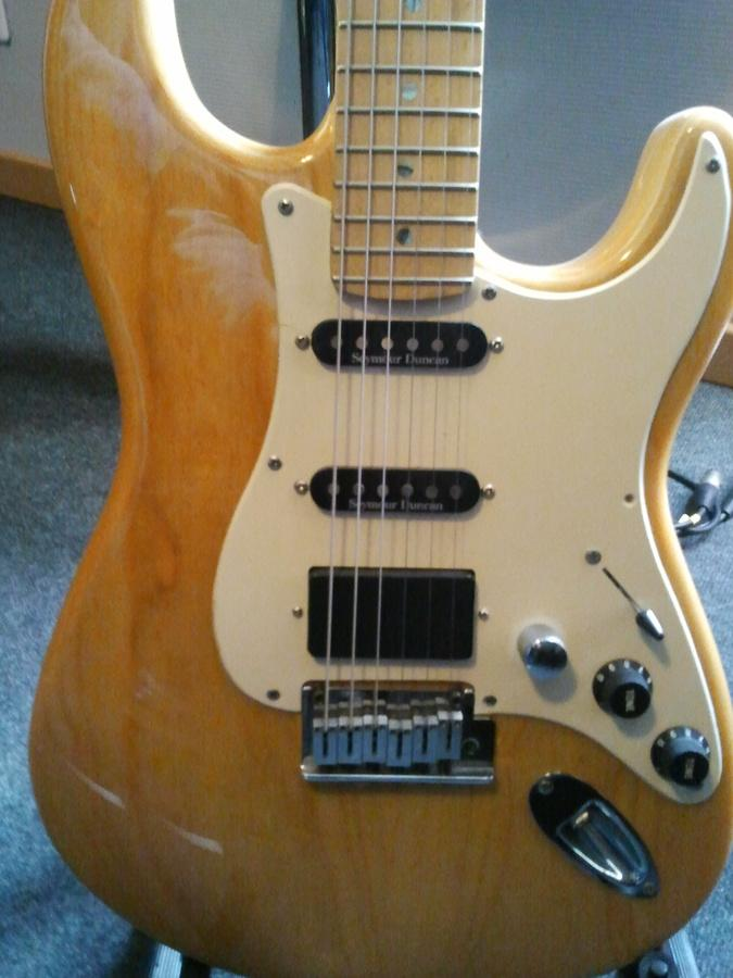 Photo Fender Special Edition Lite Ash Stratocaster