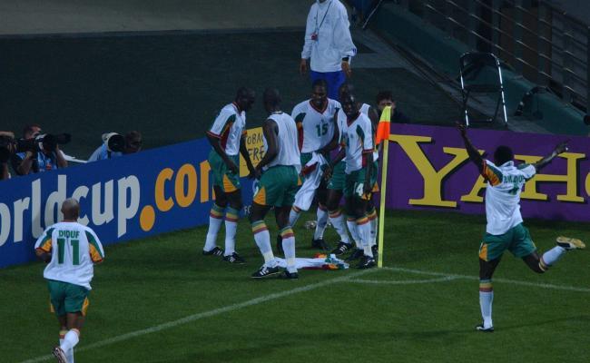 La joies des Sénégalais après le but de Pape Bouba Diop. (L'Equipe)