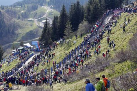 Cyclisme sur route - Tour d'Italie - L'ascension du Zoncolan, ici en 2010. (Yuzuru Sunada/Presse Sports)