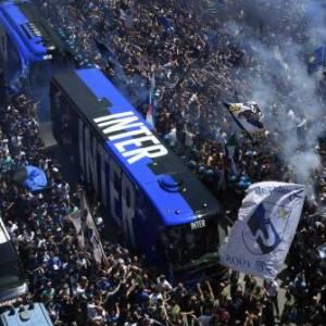 Les ultras de l'Inter rendent hommage à Simon Kjaer et Christian Eriksen
