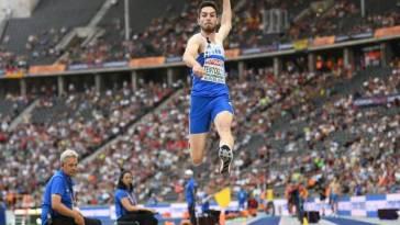 Le Grec Miltiadis Tentoglou s'empare de la MPM à la longueur en réussissant 8,60 m