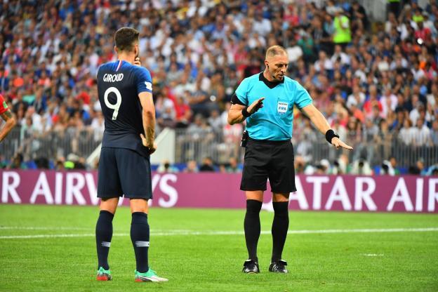 Football - World Cup - Olivier Giroud and Nestor Pitana. (P.Lahalle / The team)