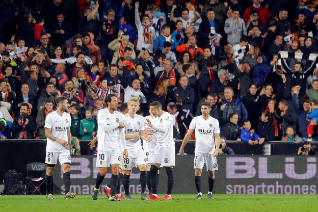 Football - Football - Valencia joins Barcelona in the final of the King's Cup. (Reuters)