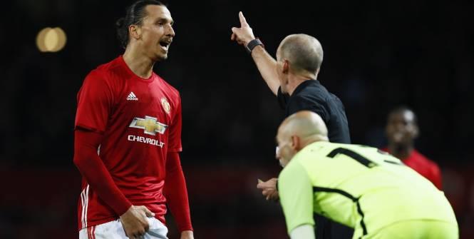 Football - League Cup - Zlatan Ibrahimovic en train de se toucher les parties intimes. (Reuters)
