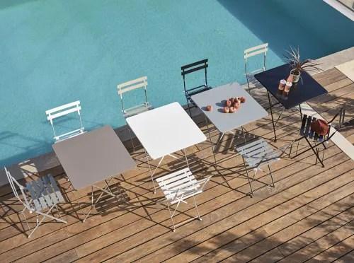 2 chaises de jardin pliantes en metal epoxy gris h80 maisons du monde