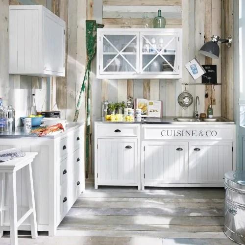 In cucina, lo scaffale è completato da cestini che consentono di organizzare lo spazio tra piatti strofinacci e vettovaglie. Isola Centrale Bianca In Legno 120 Cm Newport Maisons Du Monde