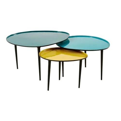 tables gigognes en metal laque bleu et jaune maisons du monde