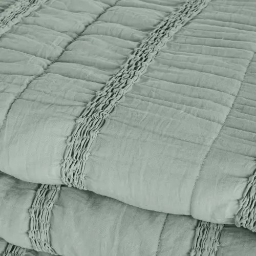 Stylish sofas, wardrobes, storage units, lighting, seating and much more. Trapunta Morbida Verde Con Fasce Arricciate 220 Cm X 240 Cm Romia Maisons Du Monde