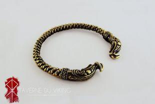 Opte pour une fabrication artisanale et à la main et réveille le viking qui dort en toi ! The Bracelet Of Ivar The Boneless Alex Hogh Andersen In Vikings S04e20 Spotern