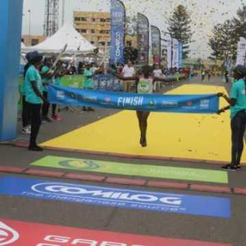 """Run in Masuku"": Les vainqueurs sont Abdallah Mandé (H) et Stecy Ndiwa (F)."