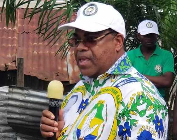 Julien Nkoghe Bekale salue la tournée du directeur de cabinet politique