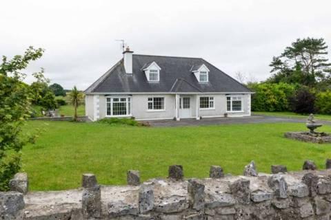Cillcastle Lodge, Timanagh, Ballintober Village, Co. Roscommon