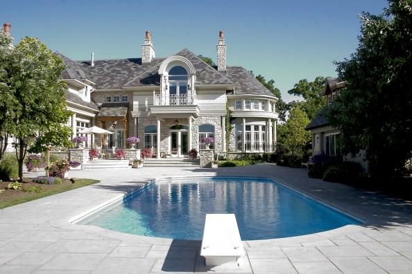 Inspecting luxury homes