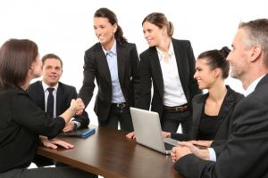 hommes d'affaires meeting